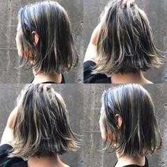 ルーズ ボブ ハイライト グレージュ ヘアスタイルや髪型の写真・画像