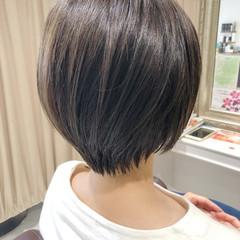 前下がりショート ショートヘア 小顔ショート ナチュラル ヘアスタイルや髪型の写真・画像