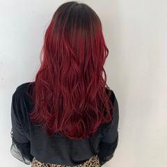 ミディアム ストリート レッドカラー チェリーレッド ヘアスタイルや髪型の写真・画像