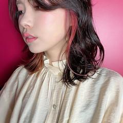 うざバング インナーカラー ガーリー ゆるウェーブ ヘアスタイルや髪型の写真・画像