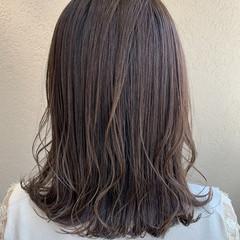オリーブアッシュ オリーブグレージュ ミディアム オリーブベージュ ヘアスタイルや髪型の写真・画像