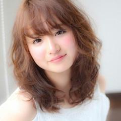 フェミニン 大人かわいい 外国人風 前髪あり ヘアスタイルや髪型の写真・画像