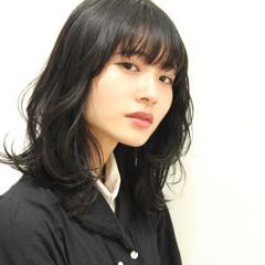 レイヤー パーマ 黒髪 ミディアム ヘアスタイルや髪型の写真・画像