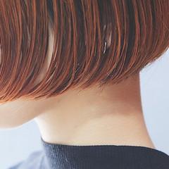 イエロー ブリーチ イルミナカラー 切りっぱなし ヘアスタイルや髪型の写真・画像