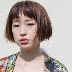 オン眉 ショートボブ ウェットヘア ストリート ヘアスタイルや髪型の写真・画像