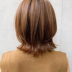 外ハネ ミディアム ナチュラル 前髪あり ヘアスタイルや髪型の写真・画像