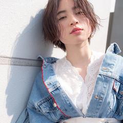 外国人風 センターパート 斜め前髪 ナチュラル ヘアスタイルや髪型の写真・画像
