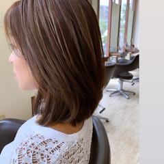 シアーベージュ ハイライト グラデーションカラー ナチュラル ヘアスタイルや髪型の写真・画像
