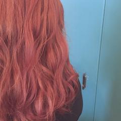 レッド ピンクアッシュ セミロング ピンク ヘアスタイルや髪型の写真・画像