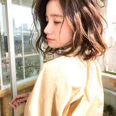 大人かわいい ウェーブ ナチュラル 外国人風 ヘアスタイルや髪型の写真・画像