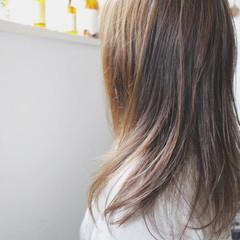 アッシュグレージュ アッシュ グレージュ フェミニン ヘアスタイルや髪型の写真・画像