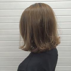 ミディアム 冬 外ハネ 透明感 ヘアスタイルや髪型の写真・画像