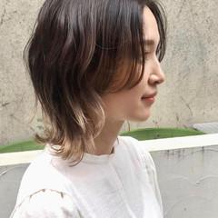 ハイライト ベージュ ウルフ ミディアム ヘアスタイルや髪型の写真・画像