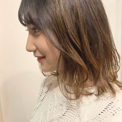 ミディアム エレガント ゆるウェーブ ヘアスタイルや髪型の写真・画像