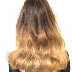 グラデーションカラー アッシュベージュ アッシュ ウェーブ ヘアスタイルや髪型の写真・画像