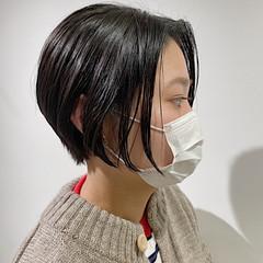 ナチュラル ショートヘア 束感バング 透明感カラー ヘアスタイルや髪型の写真・画像