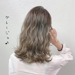 ミルクティー ブリーチ ガーリー セミロング ヘアスタイルや髪型の写真・画像