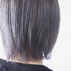ミディアム シルバーアッシュ シルバー シルバーグレイ ヘアスタイルや髪型の写真・画像