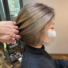 ナチュラル ブリーチカラー ミニボブ 切りっぱなしボブ ヘアスタイルや髪型の写真・画像
