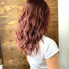 セミロング ピンク エレガント ピンクアッシュ ヘアスタイルや髪型の写真・画像
