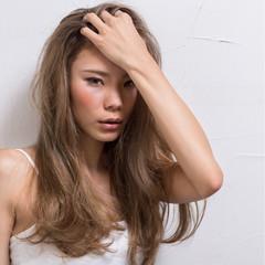 ハイトーン ハイライト かき上げ前髪 ストレート ヘアスタイルや髪型の写真・画像