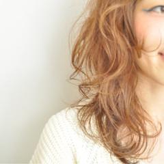 フェミニン 外ハネ ゆるふわ パーマ ヘアスタイルや髪型の写真・画像