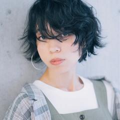 無造作パーマ モード 前髪なし 黒髪 ヘアスタイルや髪型の写真・画像