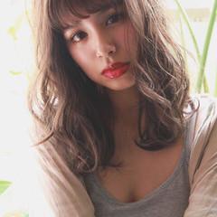 簡単ヘアアレンジ デート ゆるふわパーマ ナチュラル ヘアスタイルや髪型の写真・画像