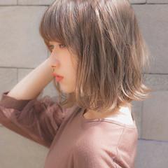 グレージュ デート 大人かわいい フェミニン ヘアスタイルや髪型の写真・画像