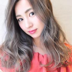 ロング 透明感 グレージュ 外国人風カラー ヘアスタイルや髪型の写真・画像