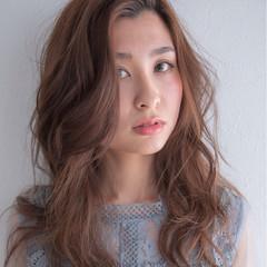 セミロング ゆるふわ 巻き髪 カール ヘアスタイルや髪型の写真・画像