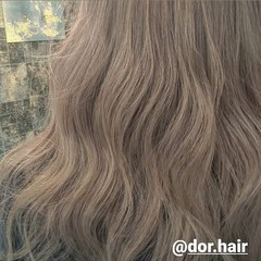 ロング ナチュラル ミルクティーグレージュ シルバーグレージュ ヘアスタイルや髪型の写真・画像