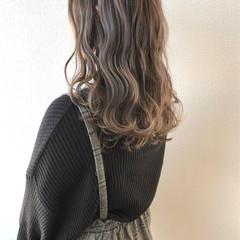 秋冬スタイル ベージュ シアーベージュ ロング ヘアスタイルや髪型の写真・画像