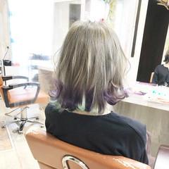 インナーカラーパープル ブリーチオンカラー インナーカラー 切りっぱなしボブ ヘアスタイルや髪型の写真・画像