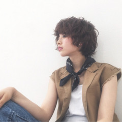 大人かわいい パーマ アッシュ レイヤーカット ヘアスタイルや髪型の写真・画像