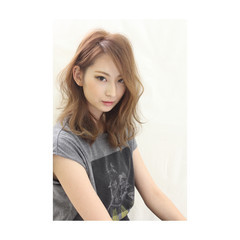 外国人風 外ハネ パーマ ミディアム ヘアスタイルや髪型の写真・画像