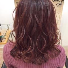 ゆるウェーブ なみウェーブ ベリーピンク エレガント ヘアスタイルや髪型の写真・画像