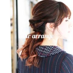 簡単ヘアアレンジ オレンジカラー ふわふわヘアアレンジ ミディアム ヘアスタイルや髪型の写真・画像