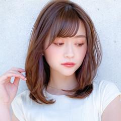 レイヤー 小顔 コンサバ ミディアムレイヤー ヘアスタイルや髪型の写真・画像