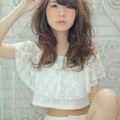 フェミニン ナチュラル 前髪あり 波ウェーブ ヘアスタイルや髪型の写真・画像