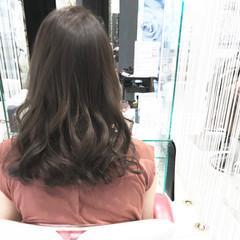 オリーブアッシュ アッシュ ナチュラル 暗髪 ヘアスタイルや髪型の写真・画像