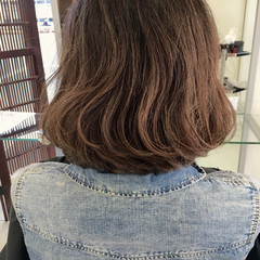 小顔 デート ミルクティー ボブ ヘアスタイルや髪型の写真・画像