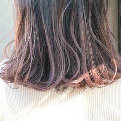ロブ ワンカール ミディアム グレー ヘアスタイルや髪型の写真・画像