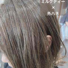 ミルクティーベージュ ミディアム ミルクティー ウルフカット ヘアスタイルや髪型の写真・画像