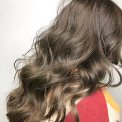 グレー ハイトーン 外国人風カラー ベージュ ヘアスタイルや髪型の写真・画像