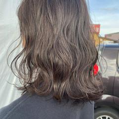グレージュ アッシュグレージュ フェミニン セミロング ヘアスタイルや髪型の写真・画像