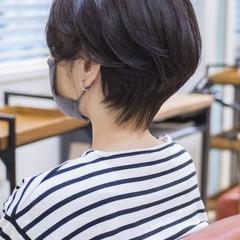 ショートヘア ハンサムショート 小顔ショート ナチュラル ヘアスタイルや髪型の写真・画像