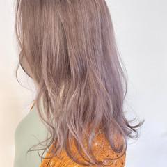 セミロング ベリーピンク ラベンダー ラベンダーカラー ヘアスタイルや髪型の写真・画像