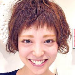 ストリート パーマ 前髪あり オン眉 ヘアスタイルや髪型の写真・画像