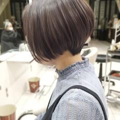 ショートボブ ナチュラル ショートヘア 大人ハイライト ヘアスタイルや髪型の写真・画像
